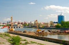 Costruzione del ponte sopra il fiume di Miass Fotografia Stock