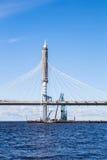 Costruzione del ponte strallato sopra Petrovsky come componente del diametro ad alta velocità occidentale a St Petersburg Fotografia Stock