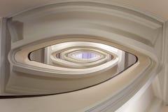 Costruzione del pozzo delle scale, scala ovale dentro costruzione fotografia stock