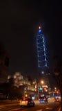 Costruzione del punto di riferimento di Taipei 101 alla notte Fotografie Stock