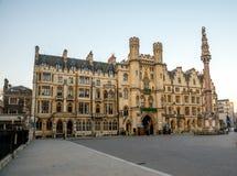 Costruzione del santuario accanto all'entrata dell'abbazia di Westminster a Londra Fotografia Stock Libera da Diritti