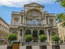 Costruzione del teatro nella plaza storica a Avignone Francia fotografie stock libere da diritti