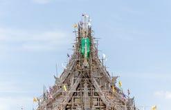 Costruzione del tempio con il fondo del cielo blu Fotografie Stock