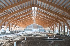 Costruzione del tetto del legname laminato dell'impiallacciatura fotografia stock libera da diritti