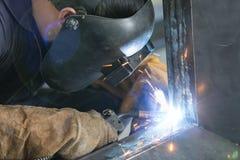 Costruzione dell'acciaio della saldatura dell'operatore Fotografie Stock Libere da Diritti