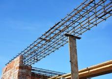 Costruzione dell'architrave Barre d'acciaio sul nuovo angolo domestico della costruzione, barre concrete del tondo per cemento ar Immagini Stock Libere da Diritti