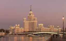 Costruzione dell'argine di Kotelnicheskaya, Mosca, Russia fotografia stock libera da diritti