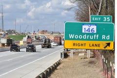 Costruzione dell'autostrada interstatale con traffico Fotografie Stock Libere da Diritti