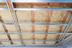 Costruzione dell'isolamento del soffitto Fotografia Stock