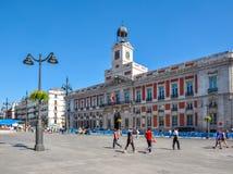 Costruzione dell'ufficio postale sul quadrato di Puerta del Sol, Madrid, Spagna fotografia stock