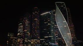 Costruzione della città di Mosca che splende alla notte Vista dalla piattaforma di osservazione, Mosca, Russia video d archivio