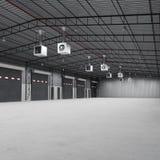 Costruzione della fabbrica o costruzione del magazzino con il pavimento di calcestruzzo illustrazione 3D Fotografia Stock