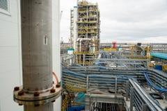 Costruzione della pianta sull'elaborazione delle materie prime hydrocarbonic immagini stock