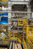 Costruzione della pianta sull'elaborazione delle materie prime hydrocarbonic fotografia stock