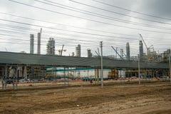 Costruzione della pianta sull'elaborazione delle materie prime hydrocarbonic fotografie stock