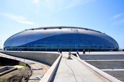 Costruzione della pista di pattinaggio di hokey di ghiaccio a Sochi Immagini Stock Libere da Diritti