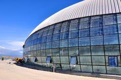 Costruzione della pista di pattinaggio di hokey di ghiaccio a Sochi Immagini Stock