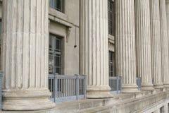 Costruzione della scuola di diritto fatta della pietra e del cemento Fotografia Stock Libera da Diritti