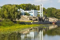 Costruzione della stazione del fiume in Cernihiv l'ucraina fotografia stock