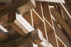 Costruzione della struttura della parete sulla soffitta della casa di ceppo Fotografie Stock