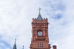 Costruzione della testata del molo nella baia di Cardiff, Galles immagini stock libere da diritti