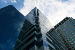 Costruzione della torre in cielo blu Immagini Stock