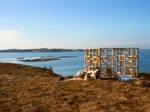 Costruzione della torre di osservazione dell'uccello Costruzione della torre dell'allerta per il conteggio degli uccelli di rimor Fotografia Stock Libera da Diritti