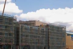 Costruzione delle case di pannello multipiane, grattacielo nella metropoli con le alte gru Costruzione Mosca Immagini Stock Libere da Diritti