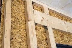 Costruzione delle pareti di legno della struttura di nuovo sito della casa di campagna ONU Fotografia Stock Libera da Diritti
