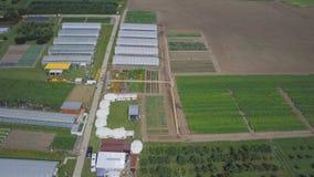 Costruzione delle serre nel campo clip Agricoltura, agrotechnics di terra chiusa Strutture delle serre fotografia stock libera da diritti