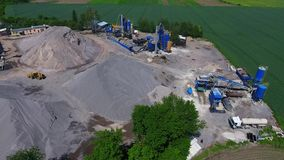 Costruzione delle strade Impianto di produzione dell'asfalto Magazzini di interruzione procedura, delle macerie e della sabbia pe archivi video