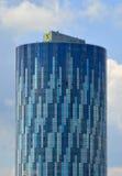 Costruzione di affari dell'ufficio della torre del cielo nella città di Bucarest Immagini Stock Libere da Diritti
