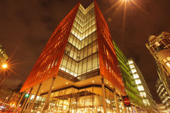 Costruzione di affari di Londra alla notte Fotografie Stock Libere da Diritti