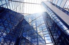Costruzione di affari sulla priorità bassa del cielo blu Immagine Stock Libera da Diritti
