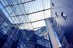 Costruzione di affari sulla priorità bassa del cielo blu Fotografia Stock