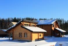 Costruzione di alloggi di legno Stabilmento balneare dalla barra Immagine Stock