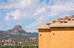 Costruzione di alloggi e del Butte Fotografia Stock Libera da Diritti
