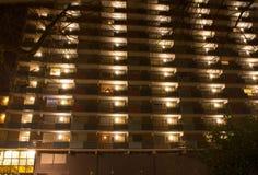 Costruzione di appartamento alla notte Fotografia Stock Libera da Diritti