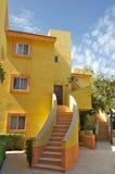 Costruzione di appartamento gialla fotografie stock