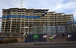 Costruzione di appartamento moderna in costruzione in Bracknell, Inghilterra Immagine Stock Libera da Diritti