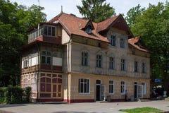 Costruzione di appartamento molto vecchia in Svetlogorsk Fotografia Stock