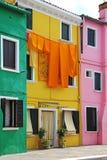 Costruzione di appartamento variopinta in Burano, Venezia, Italia Fotografia Stock