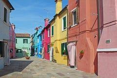 Costruzione di appartamento variopinta in Burano, Venezia, Italia Immagine Stock