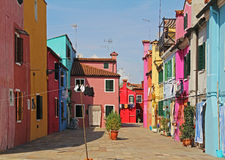 Costruzione di appartamento variopinta in Burano, Venezia, Italia Immagine Stock Libera da Diritti