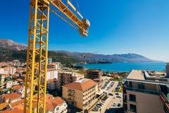 Costruzione di edifici di Budua Buildi di palazzo multipiano della gru di costruzione Immagini Stock