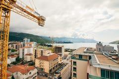 Costruzione di edifici di Budua Buildi di palazzo multipiano della gru di costruzione Fotografia Stock Libera da Diritti
