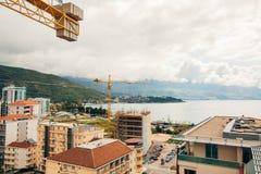 Costruzione di edifici di Budua Buildi di palazzo multipiano della gru di costruzione Fotografia Stock