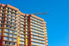 Costruzione, costruzione di edificio residenziale multipiano Immagini Stock Libere da Diritti