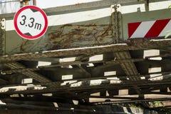 Costruzione di ferrovia d'acciaio arrugginita invecchiata Immagine Stock Libera da Diritti