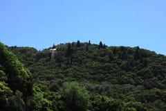 Costruzione di legno del cielo delle montagne chiara Immagini Stock